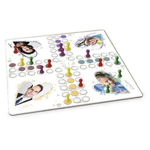 Brettspiel mit eigenen Fotos und Spielfiguren.